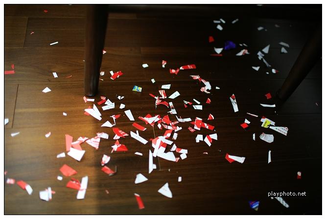 滿地的碎紙片